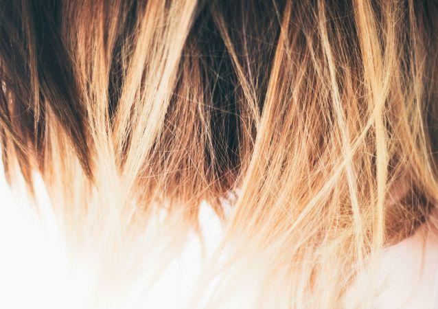 Un cabello con tinte (imagen referencial)