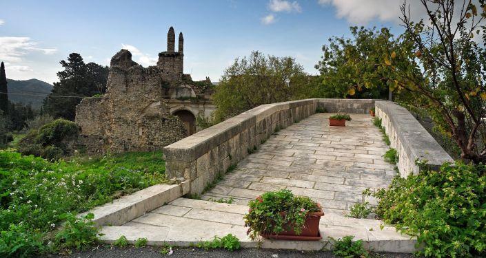 Camino empedrado en Bivona, Sicilia