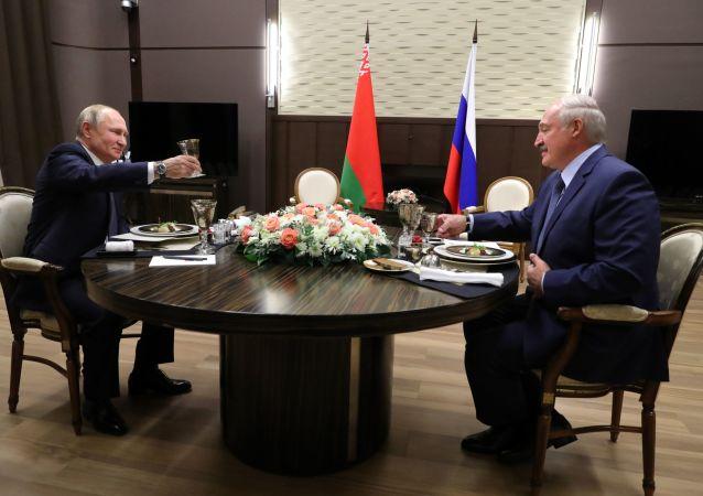 El presidente de Rusia, Vladímir Putin, y el presidente de Bielorrusia, Alexandr Lukashenko