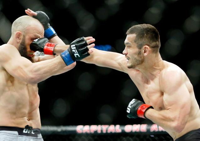 Luchadores Trevor Smith y Makhmud Muradov