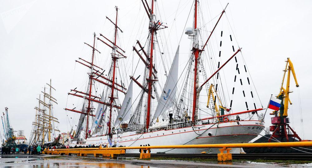 Los veleros rusos Sedov y Kruzenshtern