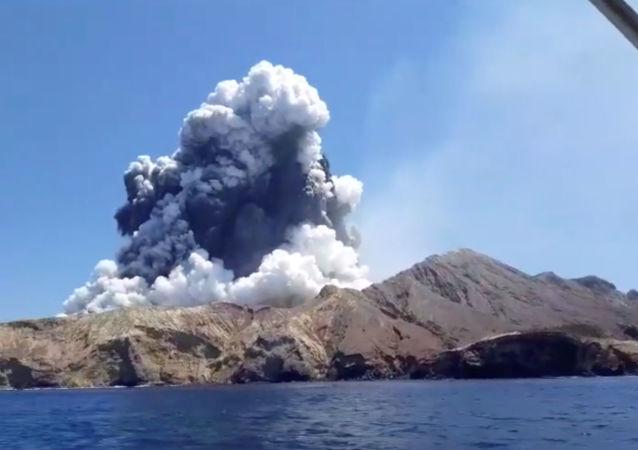 El volcán de la isla Whakaari (White Island) de Nueva Zelanda