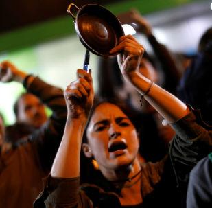 Cacerolazo durante las protestas en Bogotá, Colombia