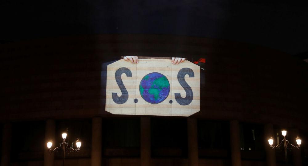 Un vídeo de activistas en el Palacio del Senado en Madrid en el marco de la COP25