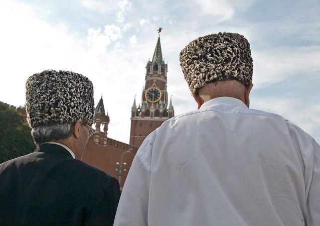 Dos chechenos en Rusia