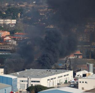 Incendio en la planta química en Barcelona, España