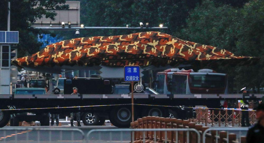 Un dron chino durante el ensayo de un desfile militar