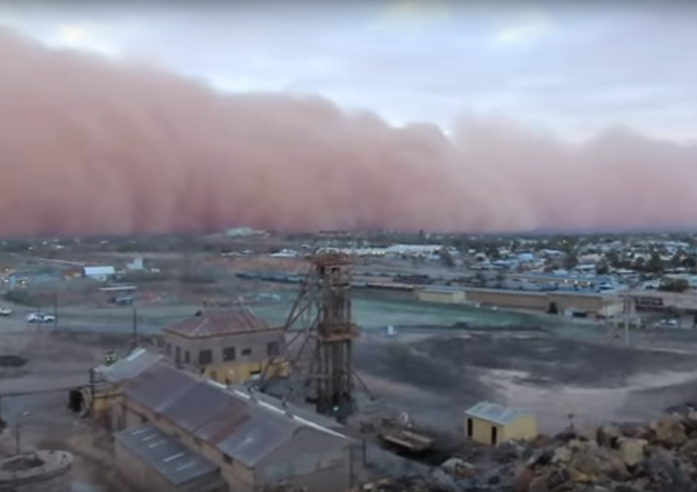 Una espectacular tormenta de arena inunda el sureste de Australia