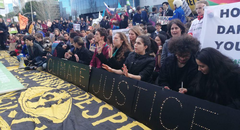 Protestas cerca del recinto ferial de la COP25 en Madrid