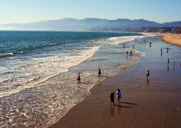 Una playa en California, referencial