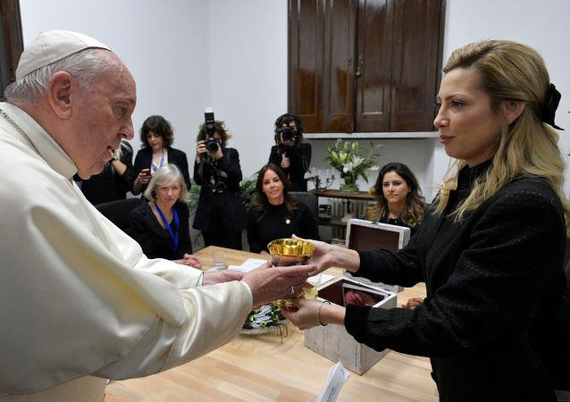 El papa Francisco y la primera dama argentina, Fabiola Yáñez
