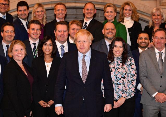 El primer ministro del Reino Unido, Boris Johnson, con el nuevo Gobierno