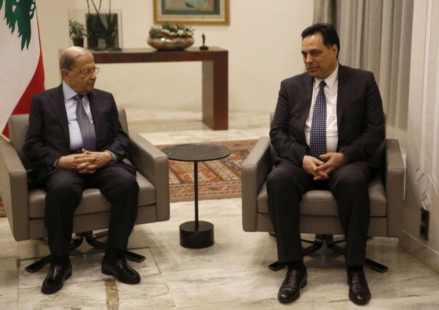 El presidente libanés, Michel Aoun, y el primer ministro, Hasan Diab