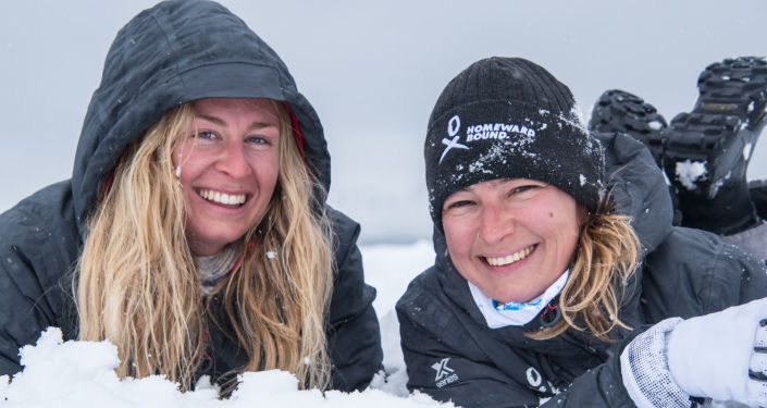 Jugando en la nieve - Julia Ward y Evguenia Alechine