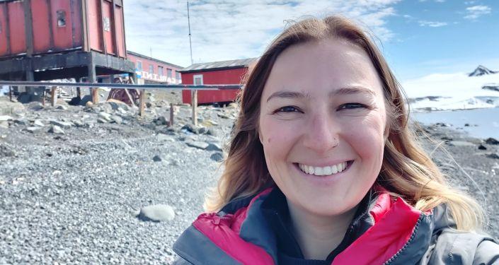 Evguenia Alechine en la base antártica Carlini