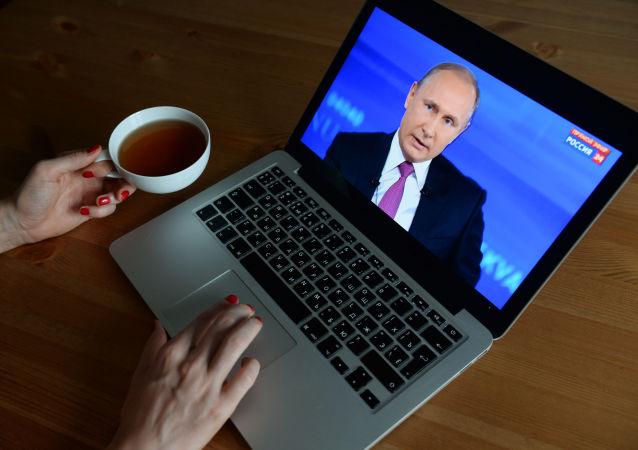 La transmisión de la línea directa de Vladímir Putin, vista desde una computadora