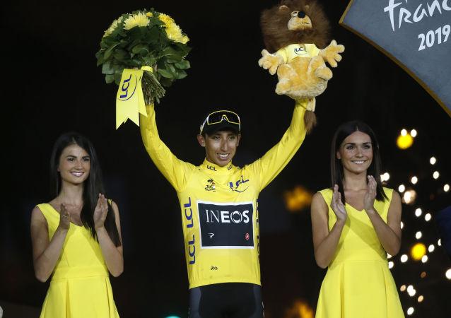 El ciclista colombiano Egan Bernal, primer latinaomericano en ganar el Tour de France en 2019