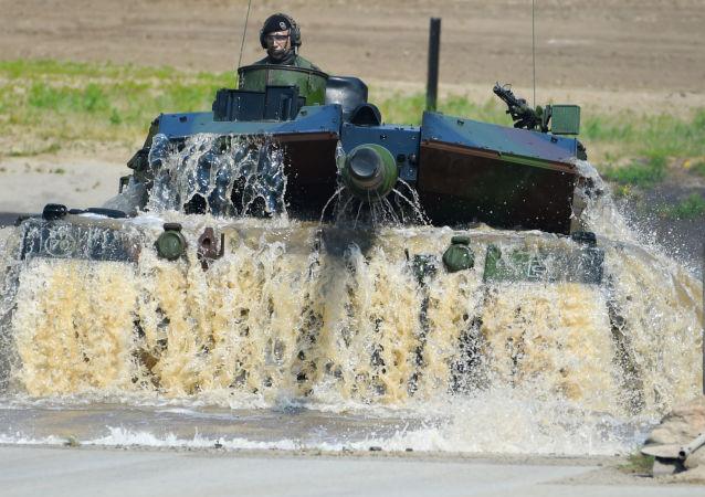 Un tanque alemán Leopard 2 A7 durante una maniobras de la OTAN (archivo)
