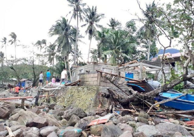 Consecuencias de tifón Ursula en Filipinas
