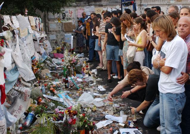 Familiares de las víctimas de la tragedia de Cromañón les rinden tributo un año después del incendio