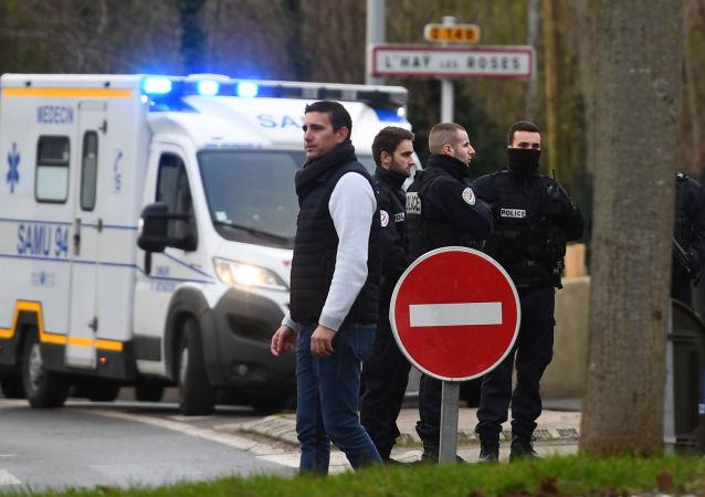 Policía el parque en el suburbio parisino de Villejuif donde se produjo un ataque con cuchillo