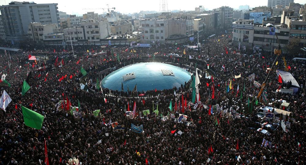 El pueblo iraní se despide del general Soleimani asesinado por EEUU
