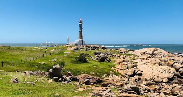 Faro de Cabo Polonio, sobre la costa del Océano Atlántico