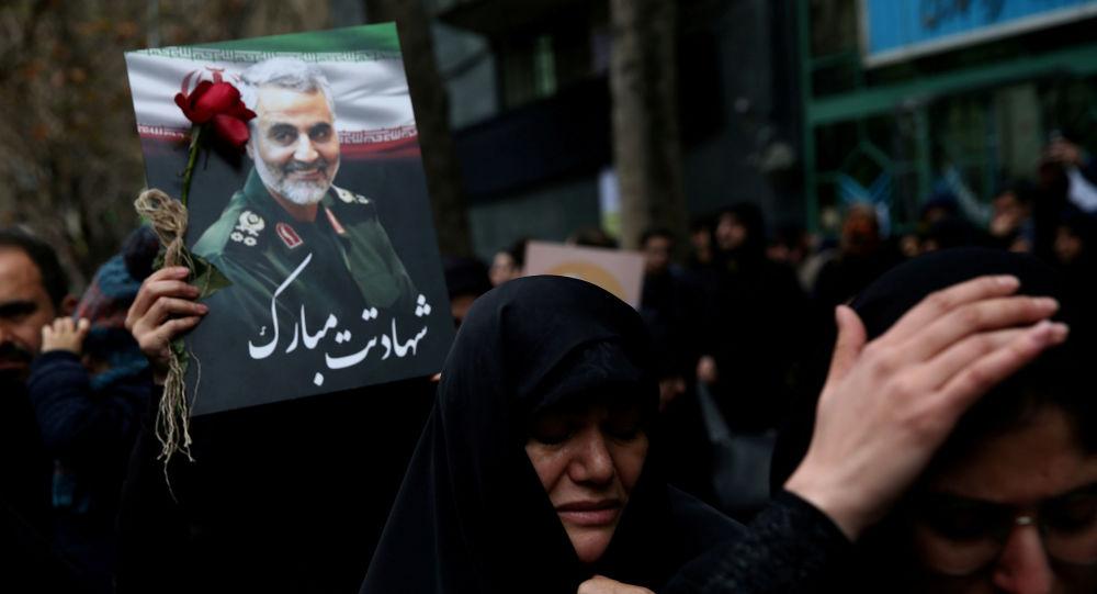 Mujeres iraníes lloran la muerte del general iraní, Qasem Soleimani (archivo)
