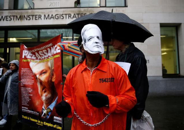 Manifestación de los partidarios de Assange en Londres