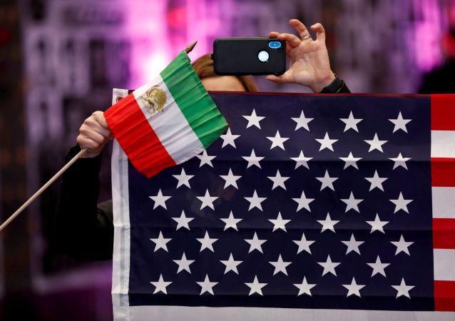 Las banderas de Irán y EEUU