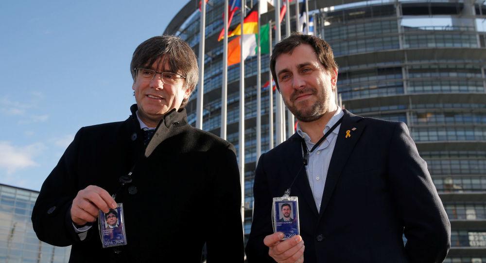El expresidente de Cataluña Carles Puigdemont con el exconsejero catalán Toni Comín