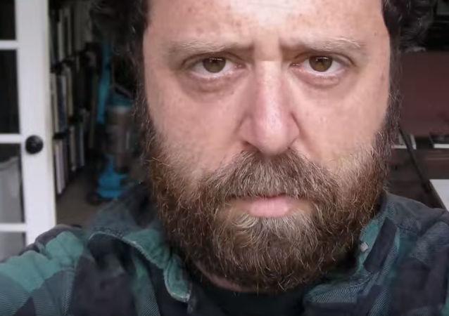 Noah Kalina, usuario de YouTube quien saca una foto al día en primer plano del rostro durante 20 años, captura de pantalla