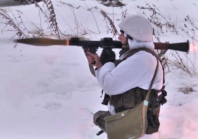 El truco de los soldados rusos para desafiar los terrenos intransitables de Siberia