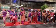 Una alfombra roja para estos famosos murguistas caminó por todo 18 de Julio: 'Metele que son pasteles'