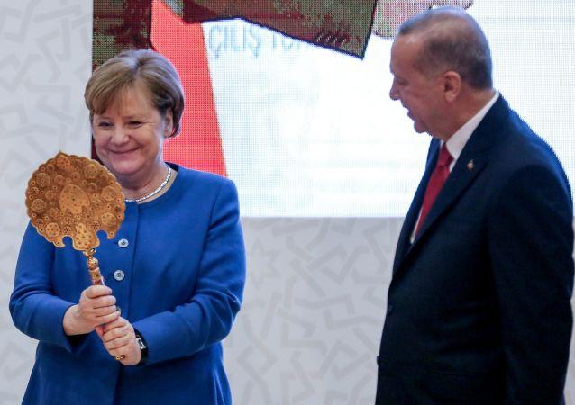 La canciller alemana, Angela Merkel, junto al presidente de Turquía, Recep Tayyip Erdogan