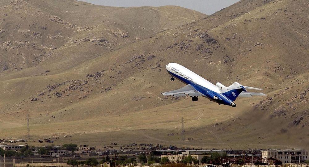 Avión se estrella con 83 pasajeros a bordo — Afganistán