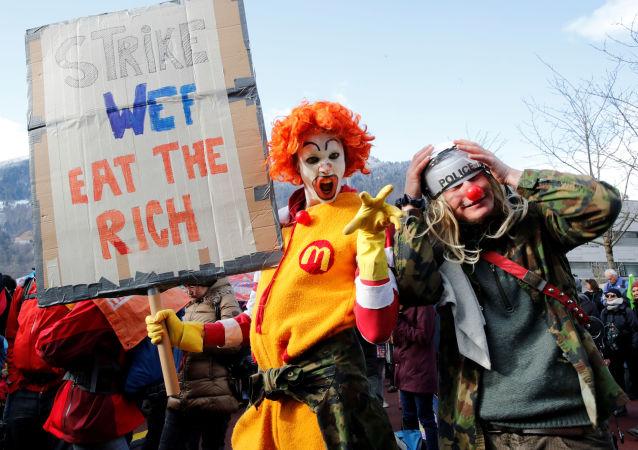 Protestas contra el Foro Económico Mundial en Davos (archivo)