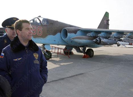 El presidente de Rusia, Dmitri Medvédev, visita la base aérea de Kúbinka
