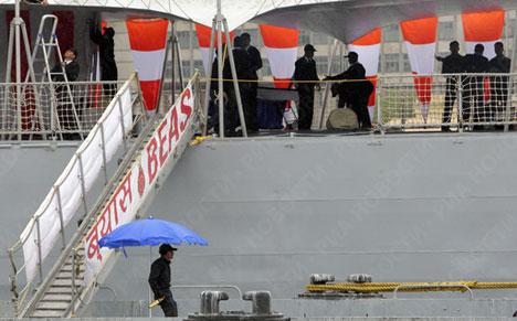 Fragata Beas de la Marina de India ancla en San Petersburgo
