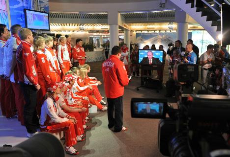 Vancouver y Sochi, sedes de Olimpiadas de Invierno, unidas por Putin y olímpicos rusos
