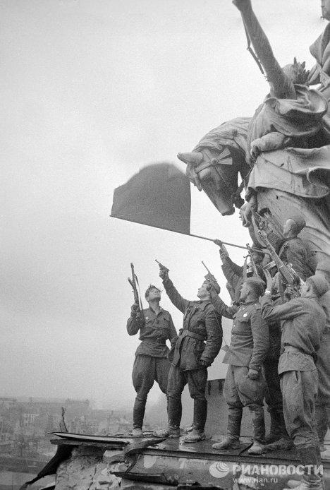 La Bandera de la Victoria en la primavera de 1945