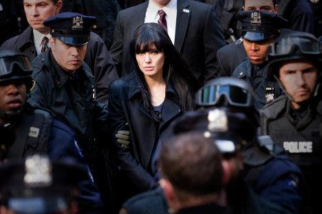 """Metamorfosis  de la """"espía rusa """"Angelina Jolie"""