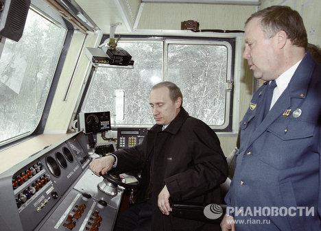 Putin en la cabina de un avión, un batiscafo y un tren eléctrico