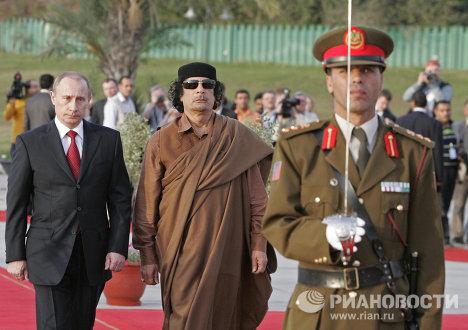 Владимир Путин и Муамар Каддафи
