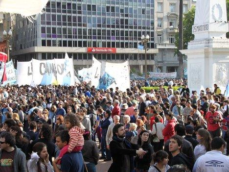Аргентинцы пришли проститься с экс-президентом Нестором Киршнером