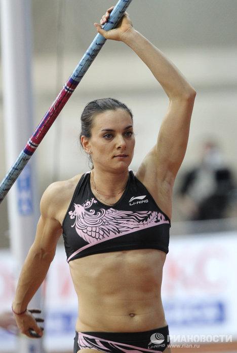 La rusa Elena Isinbáyeva regresa con triunfo a las pistas