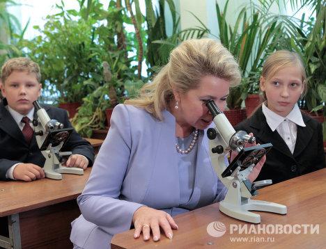 С. Медведева посетила школу, где училась вместе с Д.Медведевым