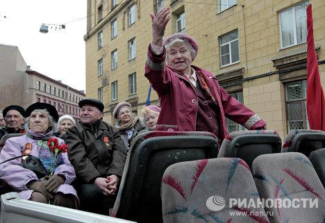 Ретро-автопробег военной техники времен ВОВ в Санкт-Петербурге