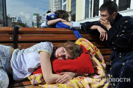 """Universitarios protagonizan la acción """"Duerme a gusto"""" en los Urales"""