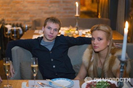 Роман Шишкин со спутницей